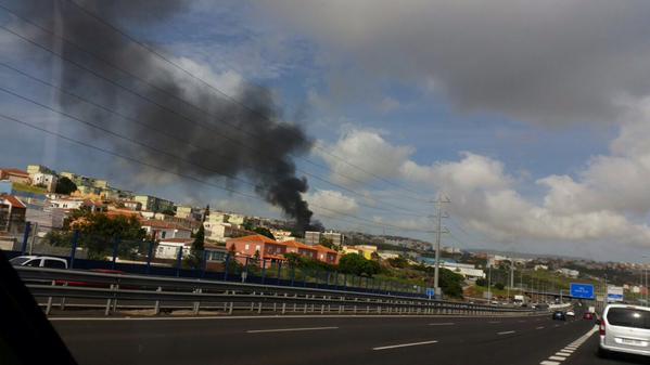 El incendio es visible desde varias zonas de la capital. / TWITTER TEIDE RADIO