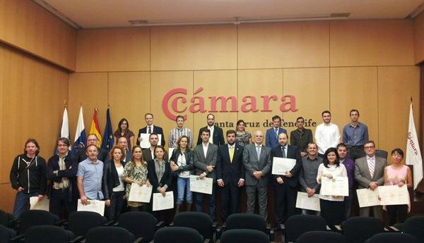 """El Cabildo de Tenerife y la Cámara de Comercio entregaron los certificados que acreditan a las Empresas+Sostenibles por su compomiso de incorporar la """"gestión verde"""". / DA"""