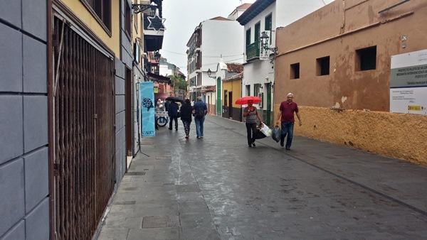 La peatonalización definitiva de la vía es una vieja demanda de los vecinos y comerciantes de la zona. / DA
