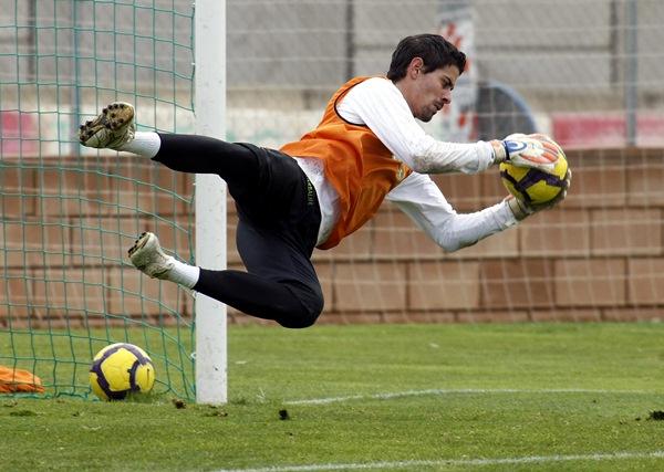 Dani Hernández empezó a enfundarse los guantes de portero en Tenerife. / CESAR MINGUELA