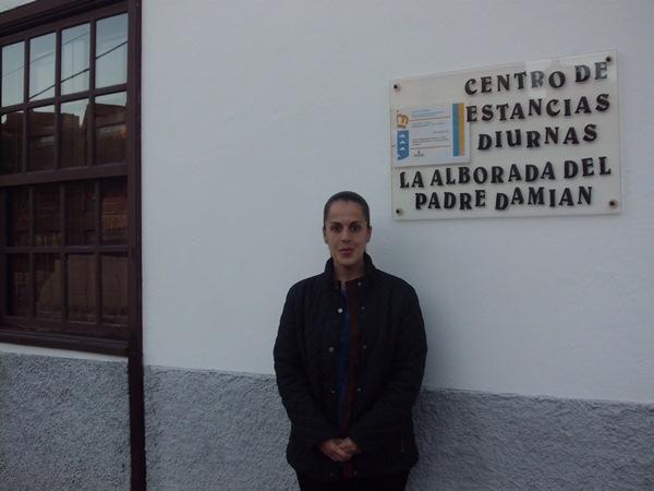 Nuria Marrero destaca la inversión municipal para mantener el centro de estancias diurnas. / DA