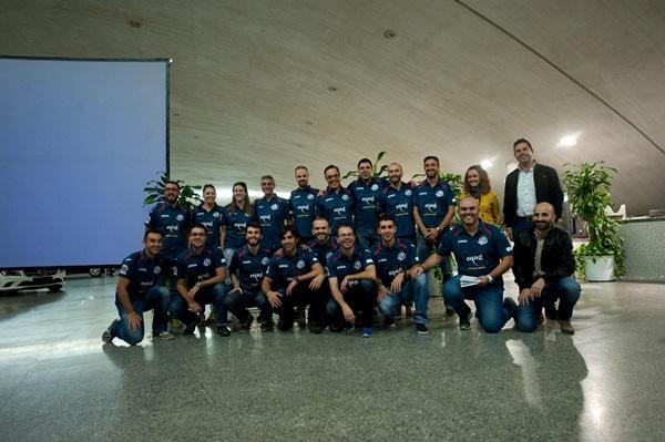 Componentes del equipo de carreras de montaña, el pasado viernes en la presentación que tuvo lugar en el Auditorio de Tenerife Adán Martín. / FRAN PALLERO