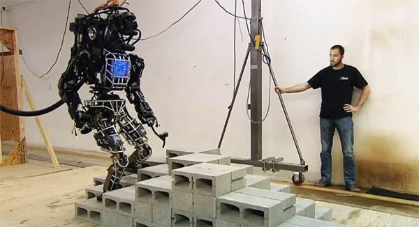 Daniel Reyes trabaja en el robot humanoide más avanzado del mundo. | DA