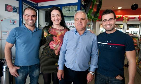 Las gasolineras Repsol del Grupo González vuelven a repetir con diez décimos del segundo premio