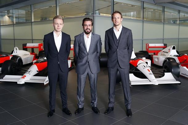 Los pilotos Kevin Magnussen, Fernando Alonso y Jenson Button