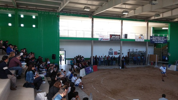 Una imagen del público asistente al homenaje a Valentín Santana. / DA