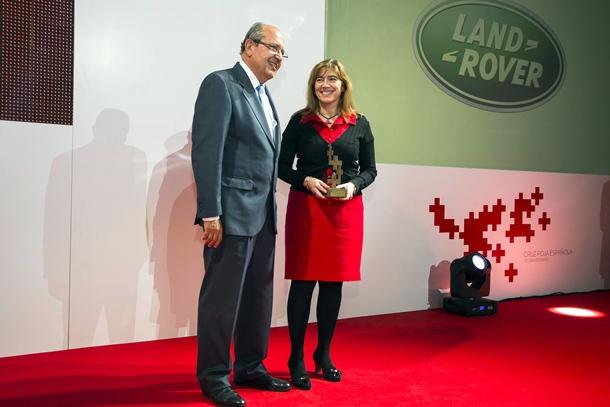 Land Rover España recibe el reconocimiento de Cruz Roja Española