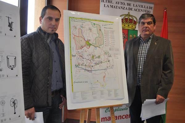 Miguel Ángel Pérez Pío e Ignacio Rodríguez presentaron ayer la red de senderos del municipio. | DA