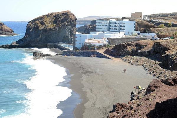 La playa de los Abrigos fue reformada por Costas. / DA