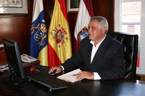 Cejas afirma que la nueva ordenación da una firme respuesta a los problemas en suelo agrícola. / DA