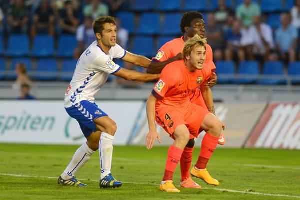 Sanz, en un lance del partido ante el Barcelona B en el Heliodoro.   SERGIO MÉNDEZ