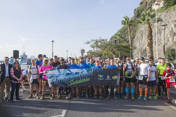 Más de 400 corredores se dieron cita en la mañana de ayer en una prueba que contaba con un trazado exigente, al que se le unió el intenso calor que reinó en la capital santacrucera. / JOSÉ CASTELLANO