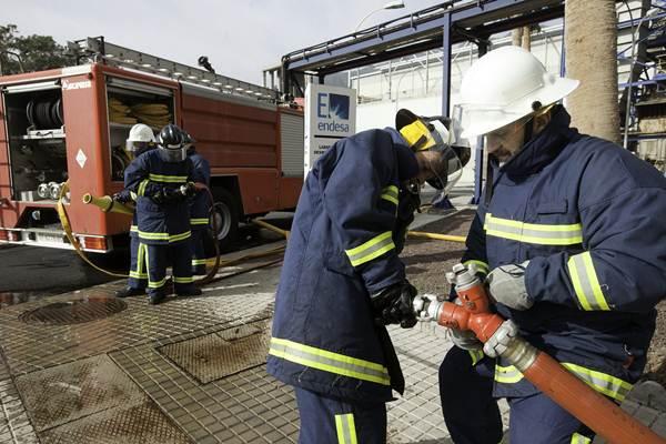 Los bomberos intervinieron para sofocar un supuesto incendio. | DA