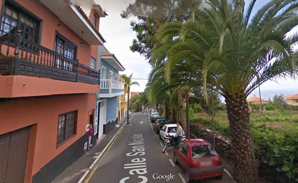 A la derecha se puede ver el árbol de eucalipto de la calle San Nicolás de grandes dimensiones. | Google Maps
