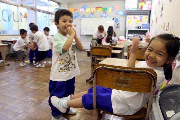 Pese al retorno de muchos foráneos a sus países, vuelve a crecer la cifra de escolares extranjeros en la Isla. / DA