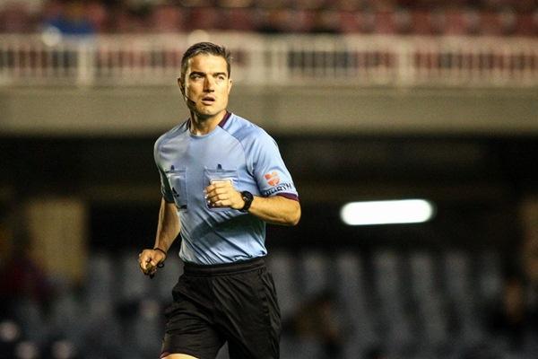 El réferi madrileño cumple su octava temporada en la Liga Adelante. / DA