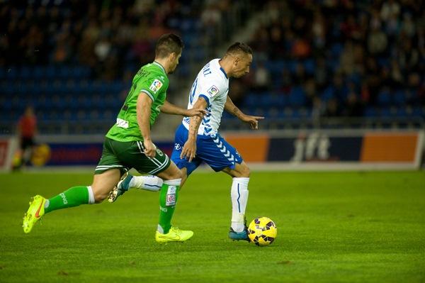 Suso fue el jugador más destacado del partido. Forzó el penalti que transformó Vitolo y que dedicó a Cervera. / FRAN PALLERO