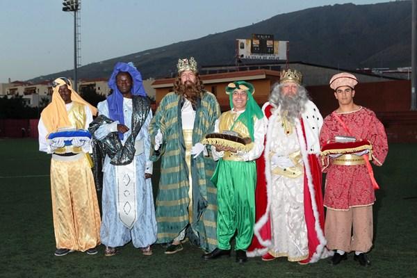 Sus Majestades en su paso por Adeje./ DA