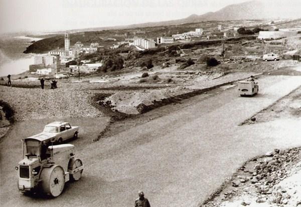 Convenio con el Estado. La autovía de Santa Cruz a Los Cristianos se incluyó en 1961 en la Red de Carreteras Españolas y se construyó mediante convenio entre el Cabildo y el Ministerio de Obras Públicas. / DA