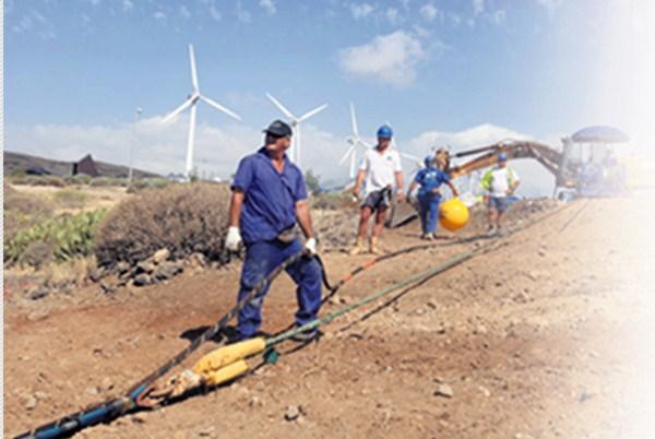 La mayoría de los cables submarinos que salen de la Isla lo hacen desde el NAP, en Granadilla. / DA