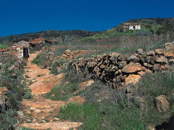 Las Fuentes es un pequeño caserío, a unos mil metros de altitud, que se encuentra deshabitado desde 1970. / DA