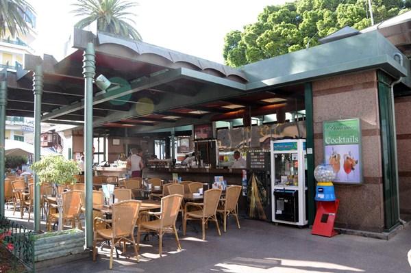 El bar Dinámico, ubicado en la plaza del Charco, era una de las concesiones que tenía Ródano Tenerife. / M.P.P.