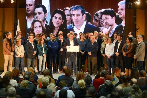 La familia de CC en Tenerife, liderada por su secretario insular, Fernando Clavijo, ayer en el Taoro. / S. MÉNDEZ