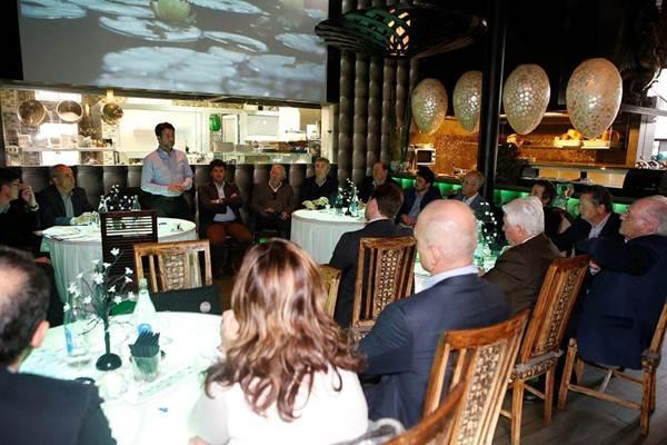 Carlos Alonso, el pasado viernes, durante la reunión con representantes empresariales del Sur. | DA