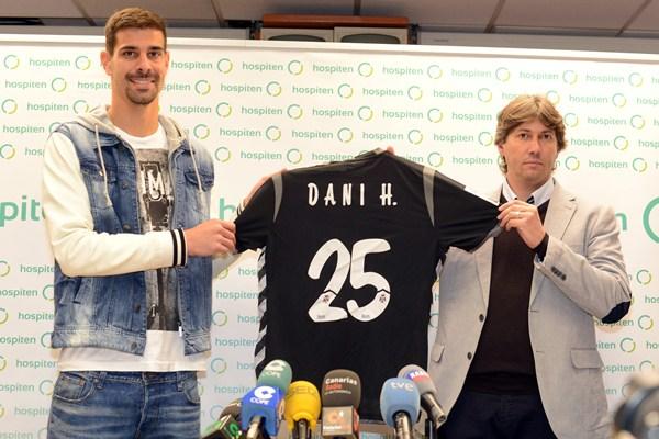 Serrano presentó a Dani Hernández como nuevo jugador del representativo. / SERGIO MÉNDEZ
