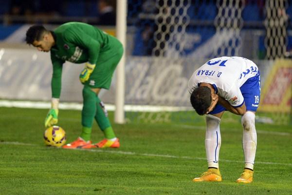 Ifrán lamenta una de las pocas ocasiones que tuvo el equipo y que desperdició. / SERGIO MÉNDEZ