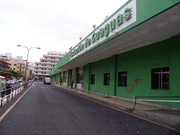 La estación de guaguas de Puerto de la Cruz se cerró en 2009 por el mal estado de las instalaciones. / DA