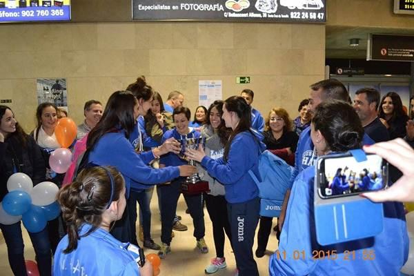 La alegría se desbordó en la llegada del equipo a Los Rodeos.   DA