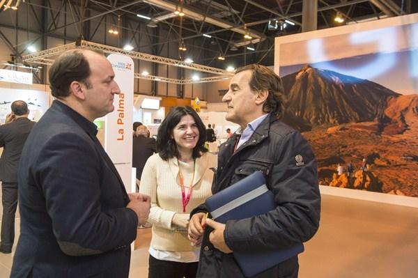 El viceconsejero de Turismo, Ricardo Fernández de la Puente (i), hizo un balance positivo de Fitur. / DA
