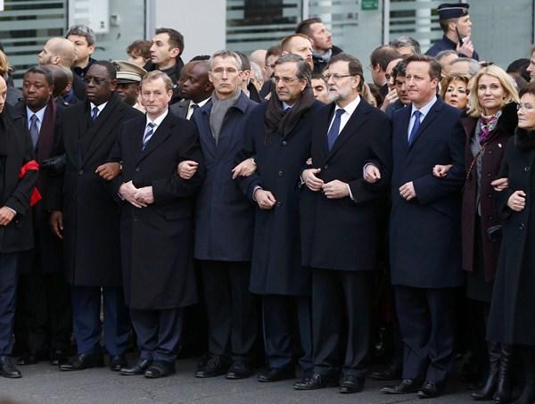 Varios presidentes encabezaron la manifestación en París, entre ellos, Mariano Rajoy.   /  REUTERS