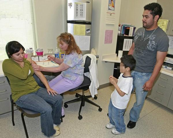 Las personas con patologías crónicas y de riesgo deben vacunarse. / DA