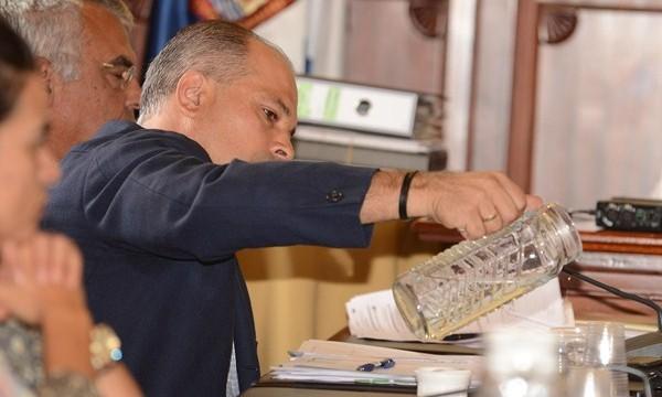 La oposición para en el Pleno una modificación de las formas de pago