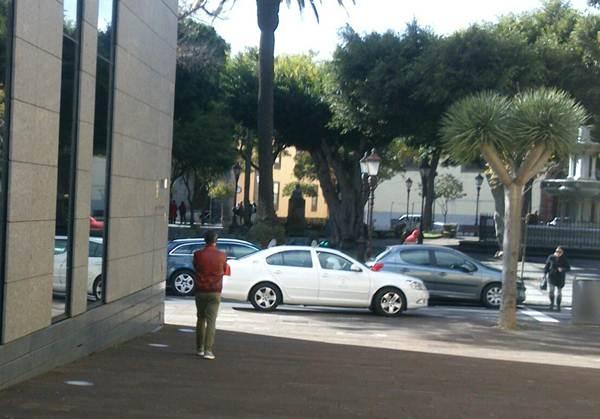 Isaac Tacoronte, expareja del denunciante, tras salir del Juzgado y no querer hablar ante la prensa. | DA