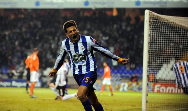 El atacante del Deportivo de La Coruña se sumará al cuadro insular en las próximas horas. / AMADOR LORENZO