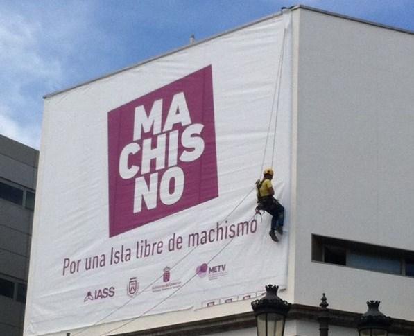 La fachada del IASS luce desde este mes el lema de la campaña. / DA