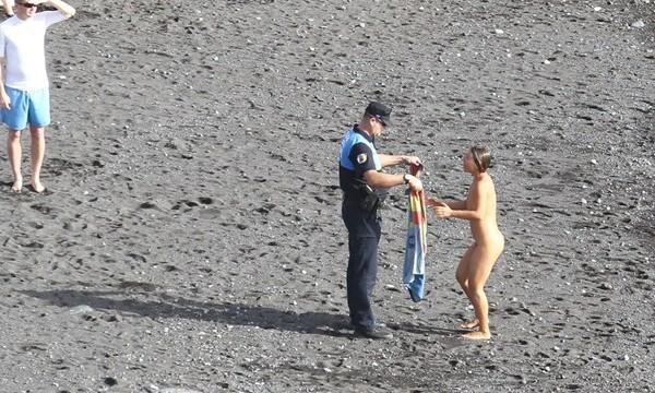El agente y la turista