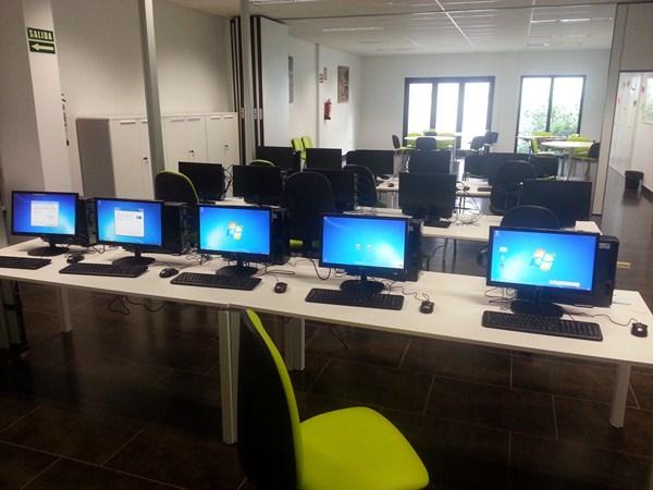 Los ordenadores fueron instalados el lunes. / DA