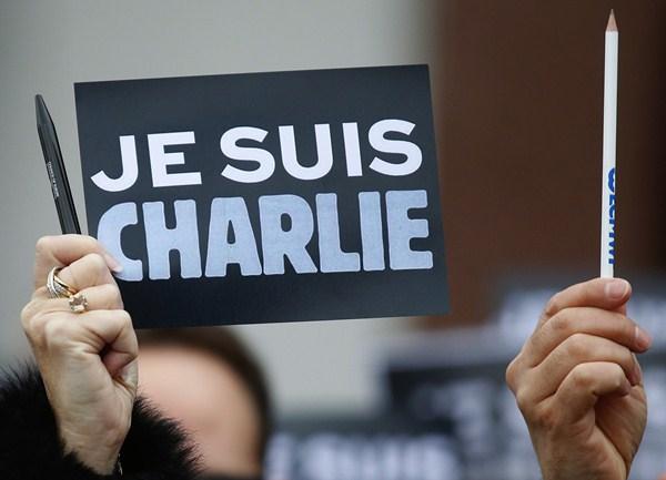 """""""Yo soy Charlie"""", un clamor en homenaje al semanario satírico francés atacado. / REUTERS"""