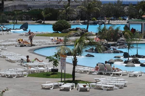 El suelo sobre el que se asientan las piscinas es ahora del puerto. | J. G.