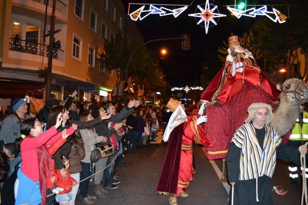 Los emperadores de Oriente, durante uno de sus recorridos por las calles del municipio de La Orotava. / DA