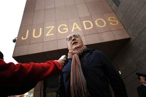 Ricardo González, asesor de Alcaldía, al salir del Juzgado.   FRAN PALLERO