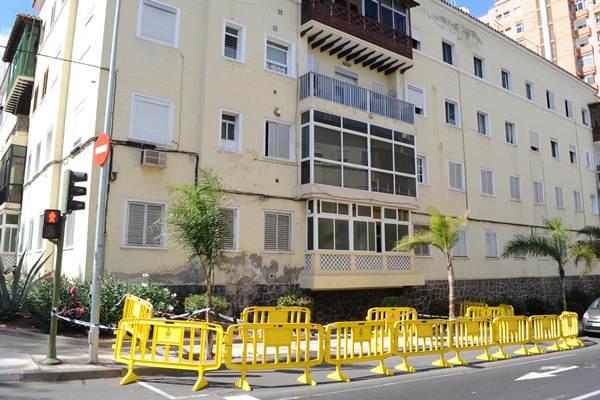 Pintar las fachadas o sustituir ventanas se considera una obra menor y por tanto regulada por norma. / DA