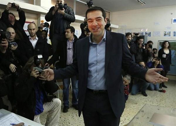 Cierran los colegios en la decisiva jornada electoral de Grecia. / TREVOR HAGAN - REUTERS
