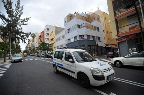 En el barrio de Duggi, zona de alta saturación, conviven las edificaciones de distintas alturas, que ahora se pretenden regularizar. / FRAN PALLERO