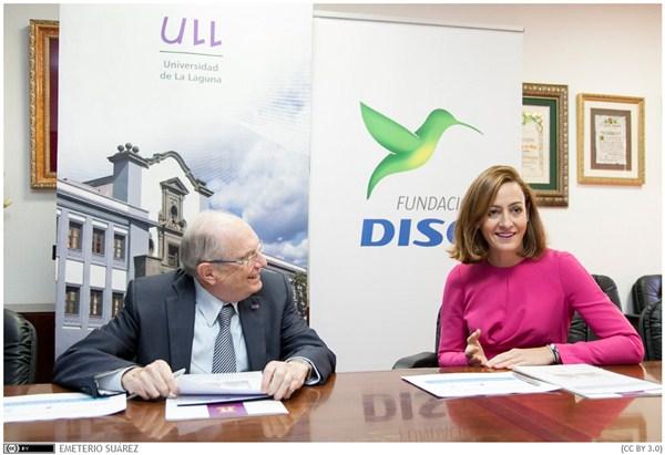 Eduardo Doménech y Raquel Montes, durante la firma del acuerdo. / DA