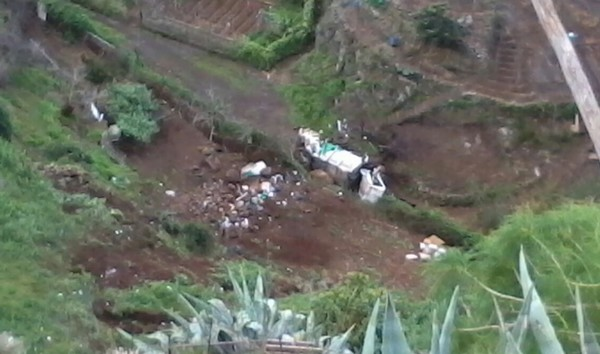 Un camión se precipita por un barranco de La Victoria de Acentejo